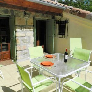 Die Dachterrasse des Ferienhauses Bergerie ist vom Wohnzimmer aus und von einem Schlafzimmer aus zugänglich