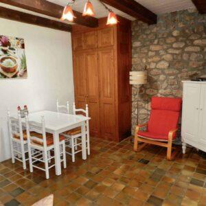 Een andere hoek van de woonkamer van het vakantiehuis Bergerie