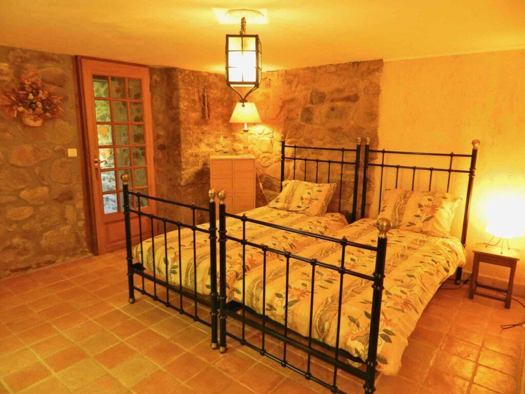 Schlafzimmer eins des Ferienhauses Gîte du Moulin