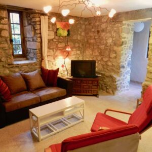 Living room of holiday cottage Gîte du Moulin with couch and chairs