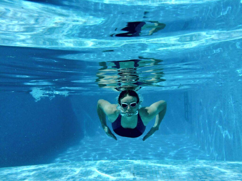 Zwem zoveel je wil in het grote zwembad.