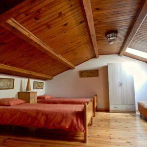 Das Schlafzimmer auf der oberen Ebene des Ferienhauses Orangerie