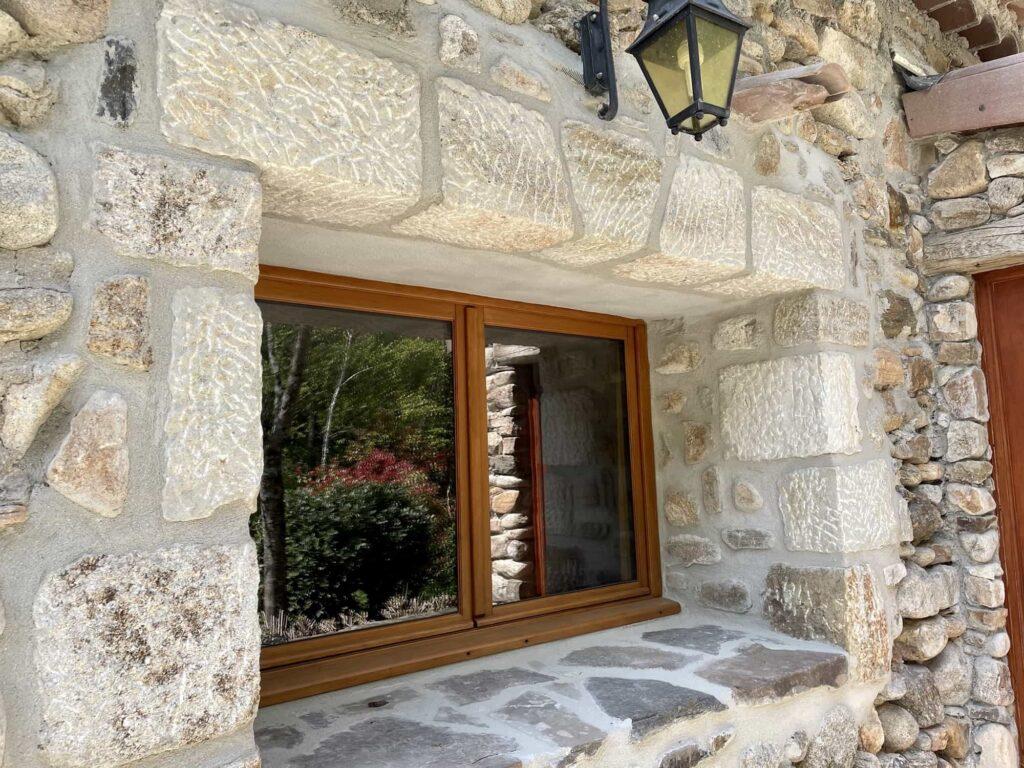 External view of window in the Gîte du Moulin